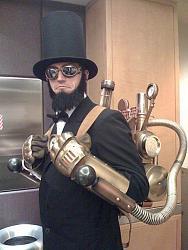 Нажмите на изображение для увеличения.  Название:Steampunk_Abe_Lincoln_Costume_by_StudioCreations.jpg Просмотров:261 Размер:46.4 Кб ID:10256