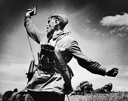 Нажмите на изображение для увеличения.  Название:Макс Альперт. Комбат. 1942.Фотогр, желатино-серебр отпечаток. 47,9х59..jpg Просмотров:122 Размер:87.7 Кб ID:33900
