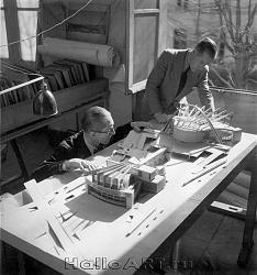 Нажмите на изображение для увеличения.  Название:LC Pierre Jeanneret maquette palais Soviets 1932 photo LImot FLC copy.jpg Просмотров:890 Размер:182.7 Кб ID:29175